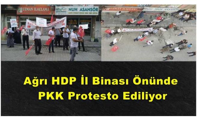 Ağrı'da Bir Gurup HDP Önünde PKK yı Protesto Ediyor