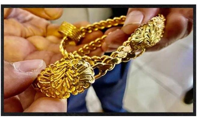 Ağrı da  Bir Vatandaş Bulduğu 70 bin Liralık Altını Sahibine Teslim Etti