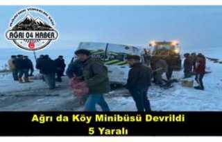Ağrı'da Köy Minübüsü Devrildi 5 Yaralı